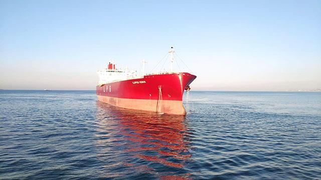 Marmara Denizinde arızalanan tanker Ahırkapıya çekildi