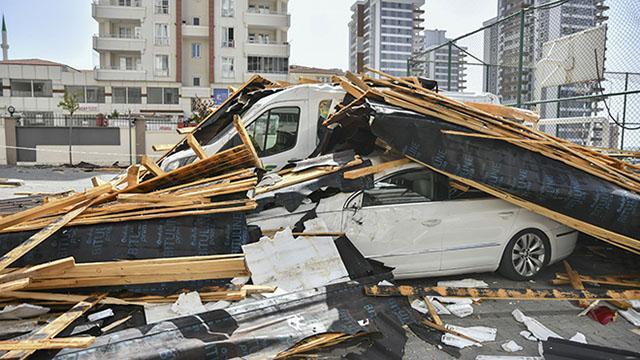 Gaziantepte rüzgarın neden olduğu hasar tespit ediliyor