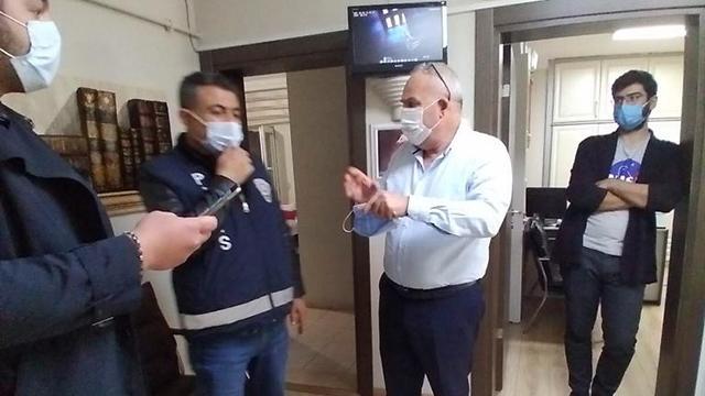 PCR testi pozitif çıkan avukat, bürosunda yakalandı