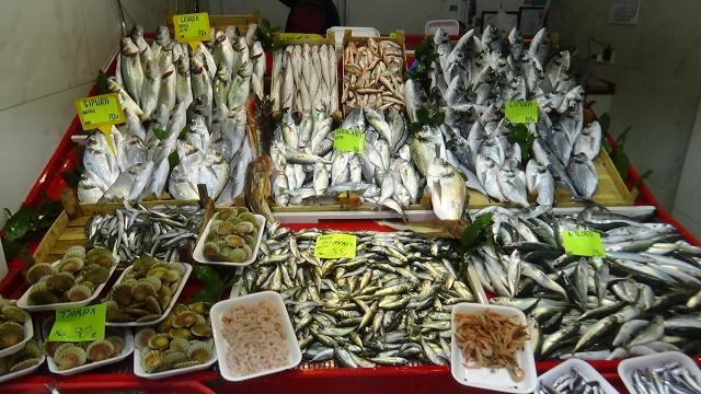 Av yasağına rağmen Çanakkalede balık tezgahları doldu