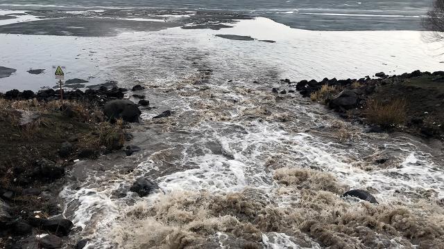 Valilik, Çıldır Gölündeki kirlilik için harekete geçti