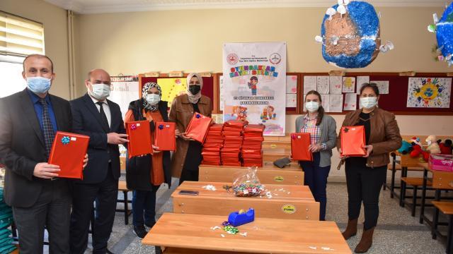 Kastamonuda 23 Nisan öncesi çocuklara oyuncak dağıtıldı