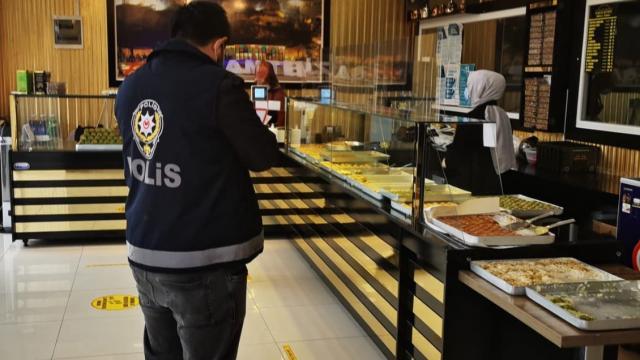 Kırıkkalede kıraathanede Covid-19 tedbirlerini ihlal eden 7 kişiye 28 bin 350 lira ceza kesildi