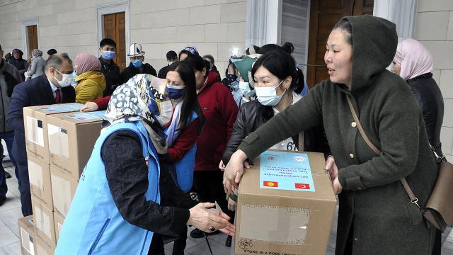 Türkiyeden Kırgızistandaki ihtiyaç sahiplerine ramazan yardımı ulaştırıldı