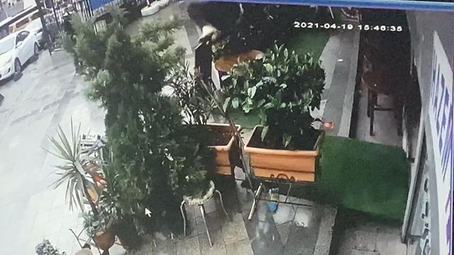 Polise yakalanmamak için 3. kattan atlayan kişi yaralandı
