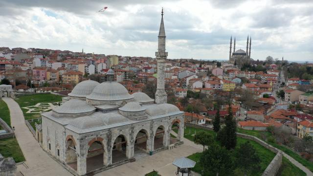 Türk çini sanatının eşsiz örneklerini sunan bir başyapıt: Muradiye Camii