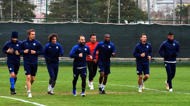 Erzurumsporda 3 futbolcu ile yollar ayrıldı