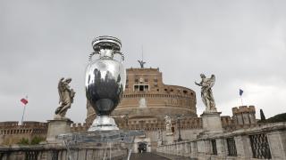 Roma'da EURO 2020 kupası sergilendi