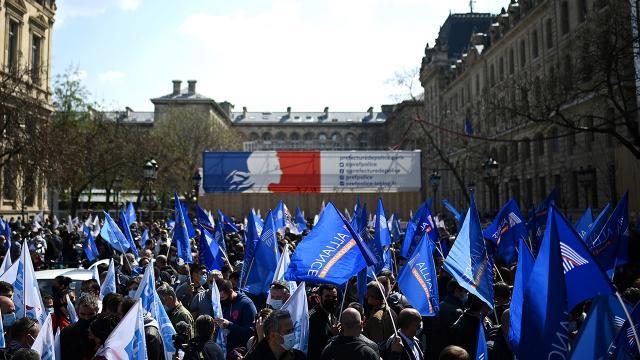 Fransada bu kez polisler sokağa indi