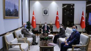 Cumhurbaşkanı Yardımcısı Oktay, yerli aşı faz-3 çalışması koordinatörü Ünal ile görüştü