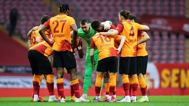 Galatasarayın maç kadrosunda 4 isim yer almadı
