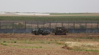 İsrail askeri araçları Filistinlilere ait arazileri tahrip etti