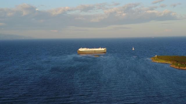 Tuzlada gemi karaya oturdu