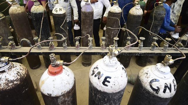 Hindistanda oksijen tüpü gecikti, 25 hasta hayatını kaybetti