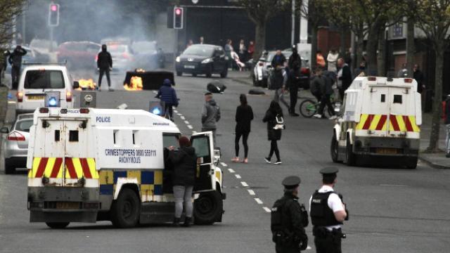 Kuzey İrlandadaki şiddet olayları yeniden başladı
