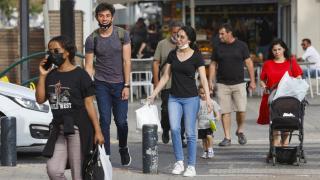 İsrail'de maskeler çıktı, hayat normale dönüyor