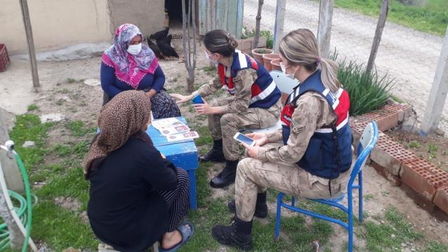 Elazığda köyleri gezen jandarma ekipleri KADESi kadınlara anlatıyor