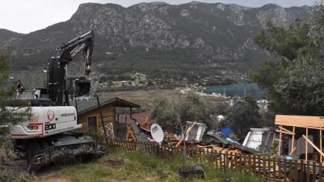 Akbük Koyunda doğayı tahrip eden yapılara izin yok