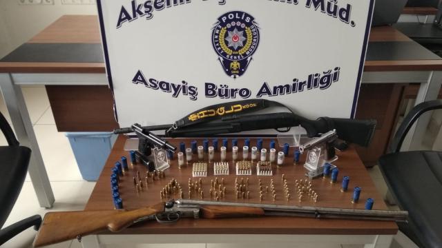 Akşehirde kaçak silah operasyonu