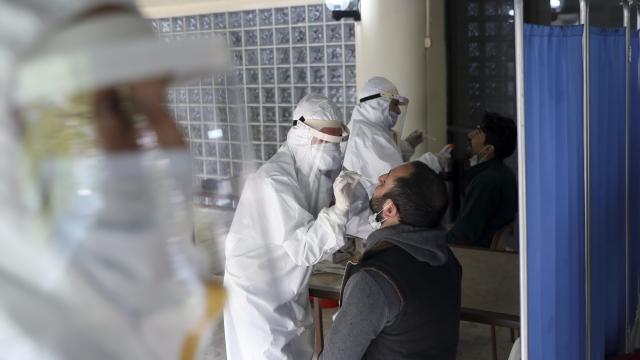 Koronavirüs testlerinin pozitif çıkma oranı 3 kat arttı