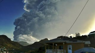 Yanardağ patladı, uluslararası yardım çağrısı yapıldı