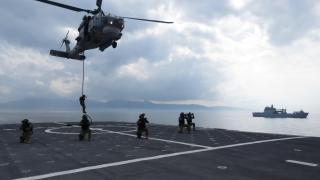 'Anadolu' için deniz piyadeleri ve helikopterle hazırlık