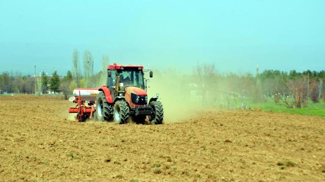 Muş Ovasında çiftçilerin ekim mesaisi başladı