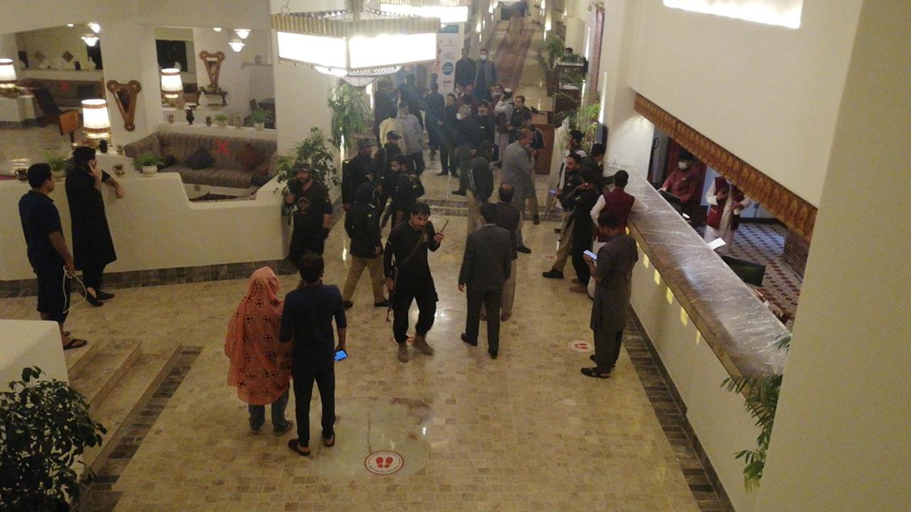 Pakistan'da otelde patlama: AA muhabiri yaralandı