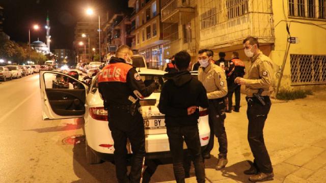 Sokağa çıkma kısıtlamasına uymayan 3 kişiye 24 bin 550 lira ceza