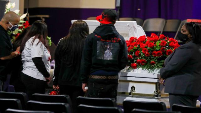 Polis tarafından vurulan Daunte Wrightın naaşı ziyarete açıldı