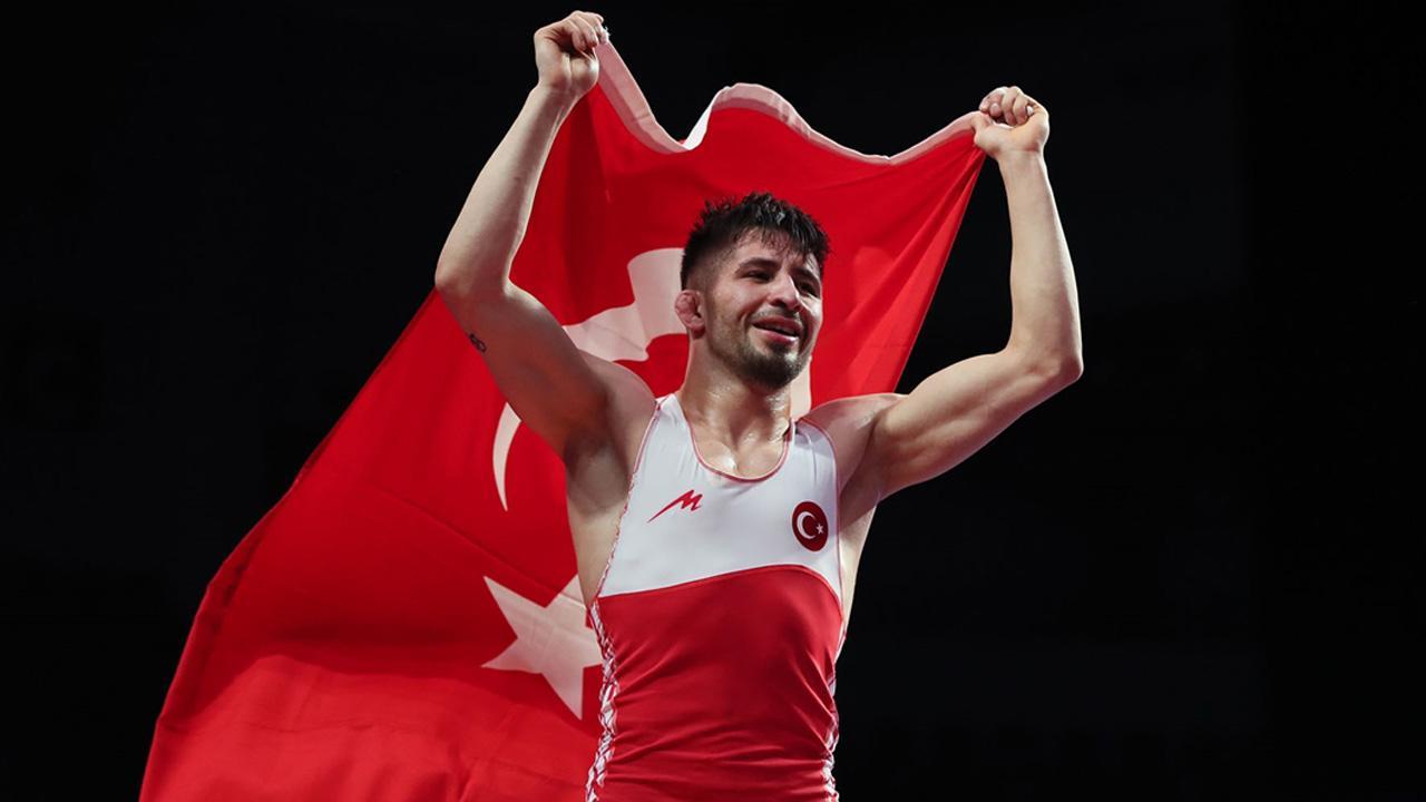 Milli güreşçi Atlı Avrupa şampiyonu oldu