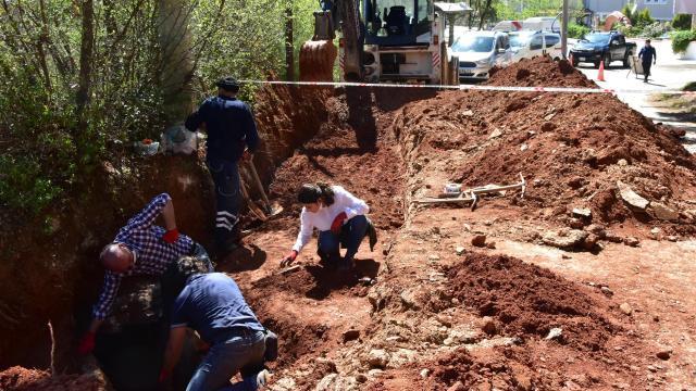 Yol çalışmasında 2 bin 300 yıllık mezar bulundu