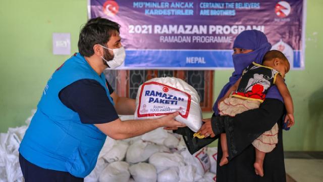 Türkiyeden Nepaldeki ihtiyaç sahiplerine yardım eli