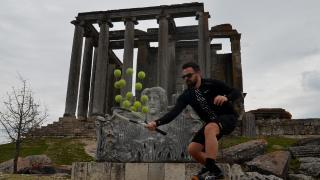 Tenisi tarihi mekanlarda öğretiyor