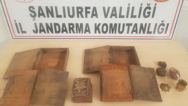 Şanlıurfada kaçakçılık operasyonu: El yazması Tevrat ele geçirildi