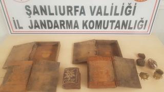 Şanlıurfa'da kaçakçılık operasyonu: El yazması Tevrat ele geçirildi