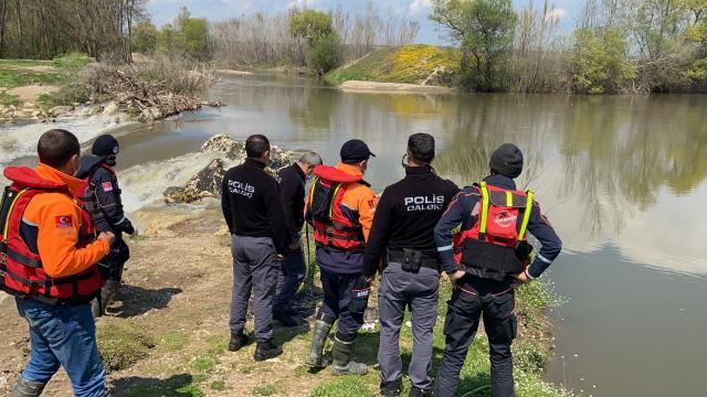 Edirnede kaybolan yaşlı adamı Tunca Nehrinde arama çalışmaları sürüyor