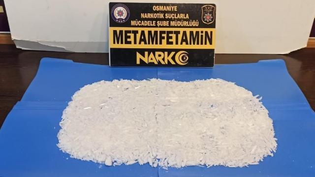Osmaniyede sentetik uyuşturucu ele geçirilen minibüsteki 2 zanlı tutuklandı
