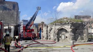 İstanbul'da kimyasal maddelerin bulunduğu depoda yangın