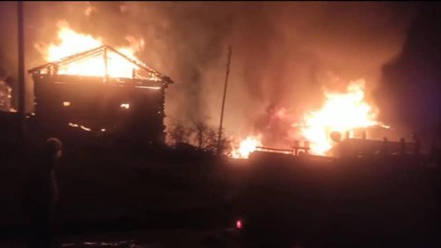 Kastamonuda yangın: 2 ev ile 3 samanlık alev aldı