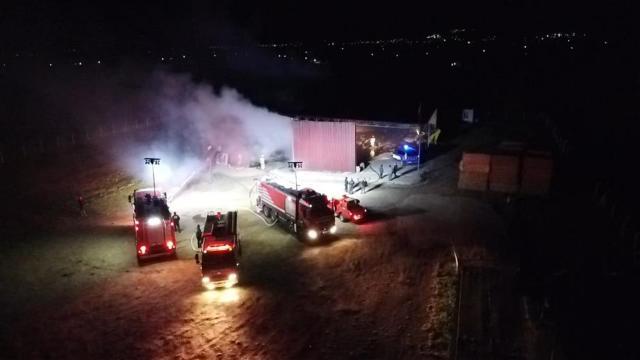 İzmirde depo yangını: Binlerce balya saman kül oldu
