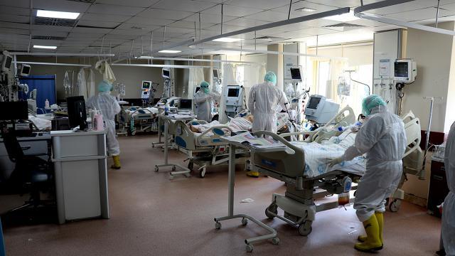 Yoğun bakımlardaki doluluk sağlık çalışanlarının yükünü artırdı