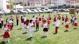 Çocuklar, 23 Nisan'ı hazırladıkları kliplerle kutladı