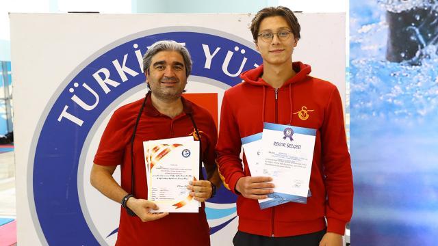 Milli yüzücü Berke Saka Tokyo Olimpiyat Oyunlarına kota aldı