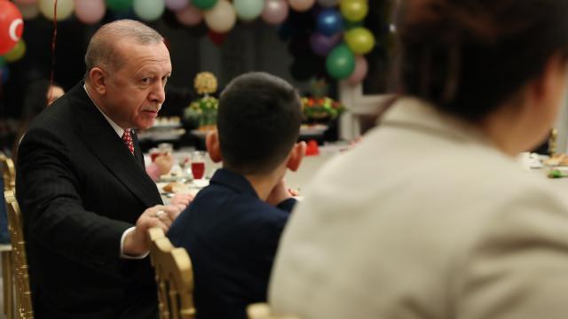 Cumhurbaşkanı Erdoğan Huber Köşkünde çocuklarla iftar yaptı