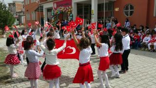 Erciş'te minikler 23 Nisan'ı erken kutladı