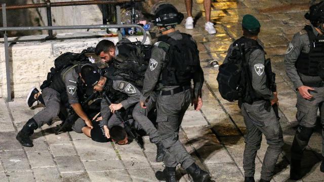 İsrail polisi Doğu Kudüste 50den fazla Filistinliyi gözaltına aldı