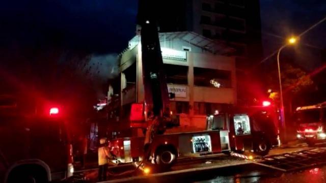 İstanbul'da iş yerinde patlama sonrası çıkan yangın korkuttu