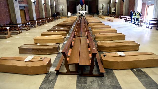 İtalyada cenaze krizi: Binlercesi aylardır bekletiliyor
