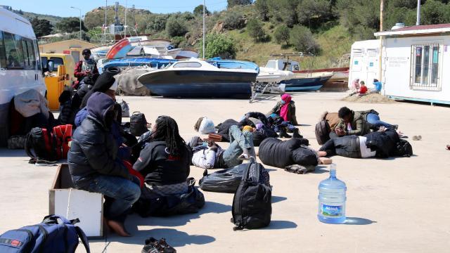 Yunanistanın ölüme terk ettiği 23 göçmen kurtarıldı